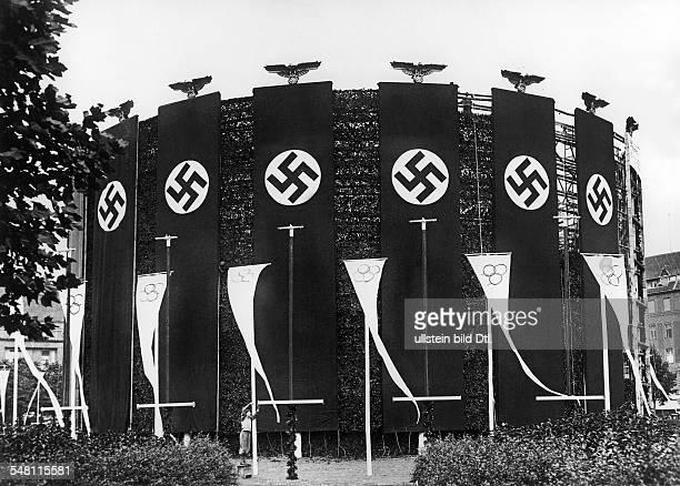 Olympische Spiele 1936 in Berlin der Rundbau auf dem AdolfHitlerPlatz fuer die 20 m langen Hakenkreuzfahnen vor der Fertigstellung Juli 1936...