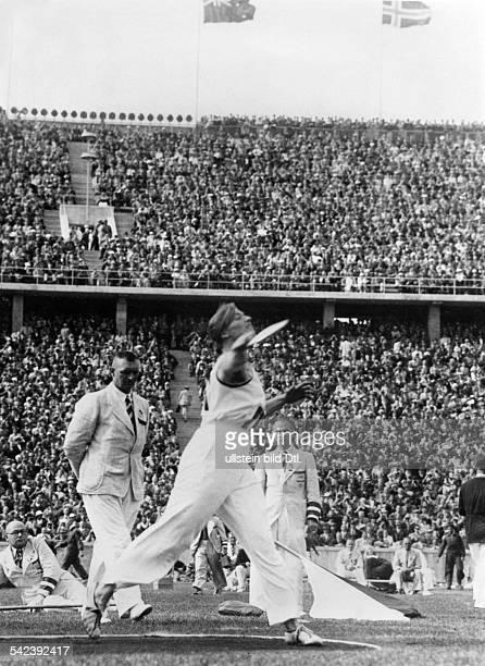 Olympische Spiele 1936 in Berlin Diskuswerfen Gisela Mauermayer bei ihremSiegeswurf