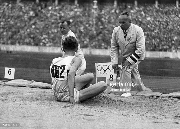 Olympische Spiele 1936 in Berlin Weitsprung Carl Ludwig 'Luz' Long D bei seinem Sprung ueber 787m August 1936Aufnahme Lothar Ruebelterschienen in...