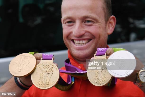 Olympische Spiele Rio 2016 Reiten Vielseitigkeit Fotoshooting mit dem dreifachen Olympiasieger Michael Jung und seinen beiden Medaillen Einzel Gold...