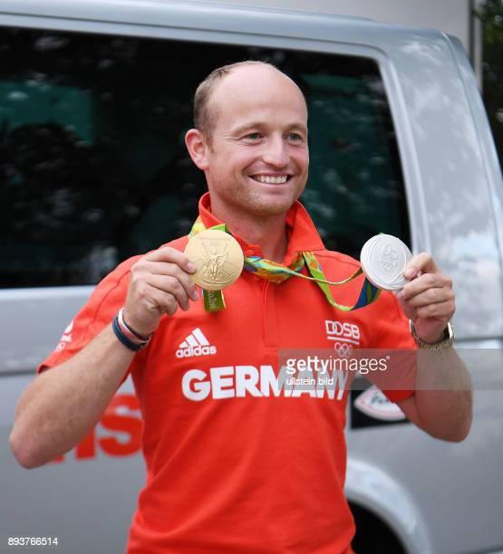 Olympische Spiele Rio 2016 Reiten Vielseitigkeit Fotoshooting mit dem Olympiasieger Michael Jung und seinen beiden Medaillen Einzel Gold und...