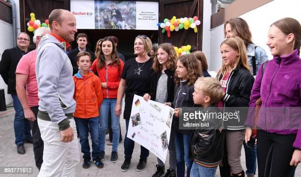 Olympische Spiele Rio 2016 Reiten Vielseitigkeit Olympiasieger Michael Jung beim Empfang auf dem Reiterhof Jung in HorbAltheim hier gatuliert der RFV...