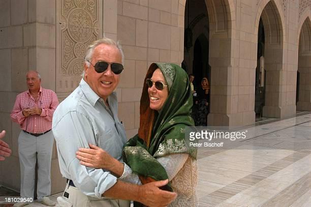 Gaby Dohm Wolfgang Rademann Neben den Dreharbeiten der ZDFReihe Traumschiff Folge 49 Oman Muscat/Oman/Arabien Grosse Moschee von Sultan Qaboos...