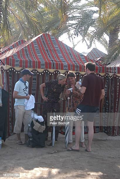 Tanja Wedhorn Pascal Breuer Simon Raiser DrehteamMitglied Dreharbeiten der ZDFReihe Traumschiff Folge 49 Oman Muscat/Oman/Arabien Hotel Al Bustan...