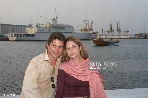 Olivia Pascal Lebensgefährte Pascal Breuer Urlaub Muscat/Oman/Arabien Hafen Schiff Schauspielerin Schauspieler Golf von Oman umarmen Arabischer Staat...