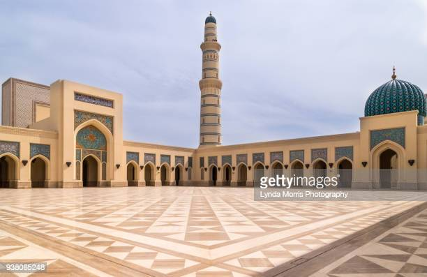 oman  sultan qaboos mosque at sohar - sultan qaboos mosque stock pictures, royalty-free photos & images