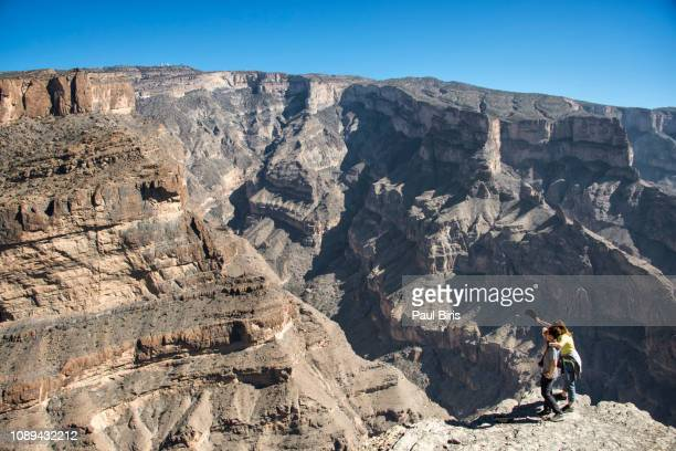 omani grand canyon, the grand canyon of arabia, wadi ghul, jebel shams mountains, oman - flussbett stock-fotos und bilder