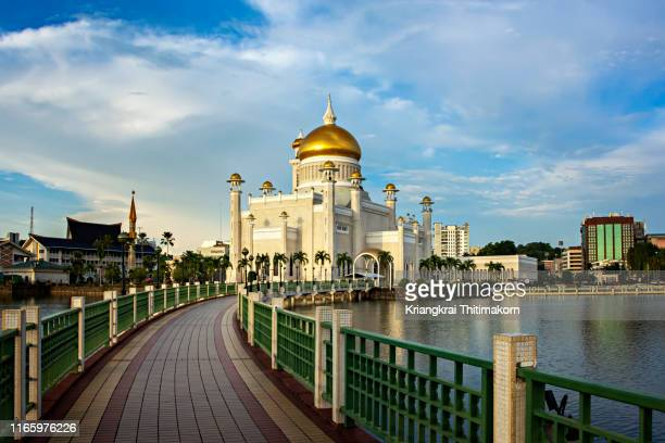 omar ali saifuddien mosque. - brunei stock pictures, royalty-free photos & images