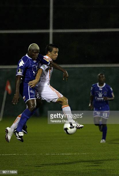 Omar Camargo of Panama's Deportivo Arabe Unido vies for the ball with Daniel Cruz of US Houston Dynamo during their Concacaf Champions League soccer...