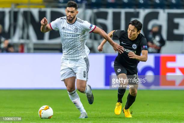 Omar Federico Alderete Fernandez of FC Basel 1893 and Makoto Hasebe of Eintracht Frankfurt battle for the ball during the UEFA Europa League round of...