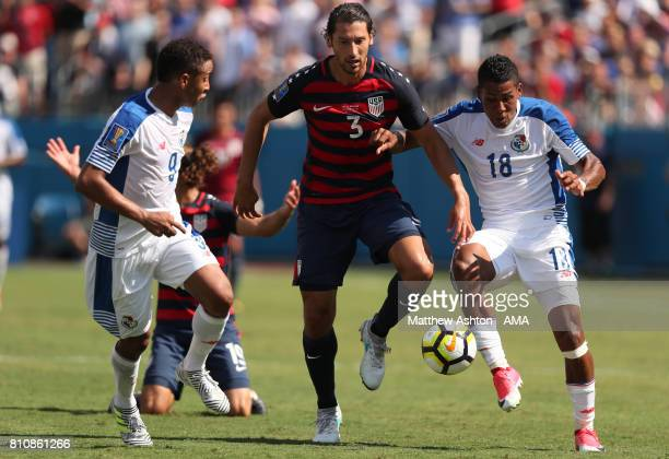 Omar Gonzalez of the United States competes with Gabriel Torres and Miguel Camargo of Panama during the 2017 CONCACAF Gold Cup Group B match between...