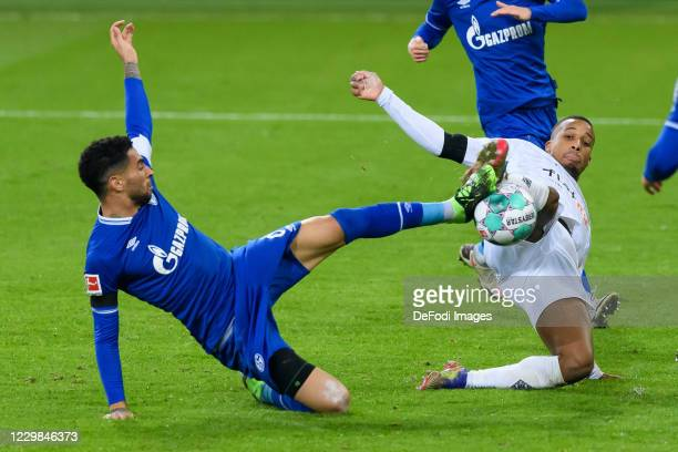 Omar Mascarell of FC Schalke 04 and Alassane Plea of Borussia Moenchengladbach battle for the ball during the Bundesliga match between Borussia...