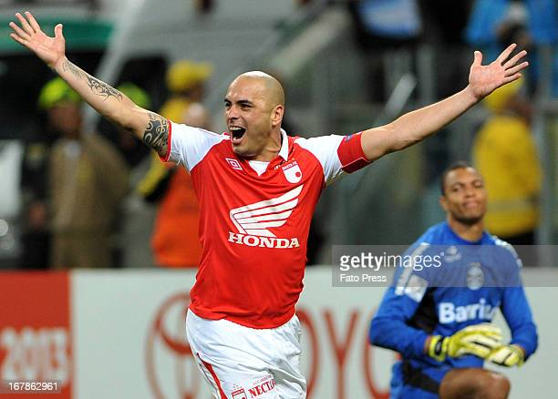 Omar Pérez of Independiente Santa Fe celebrates a goal during a match between Gremio and Independiente Santa Fe as part of the Copa Bridgestone...
