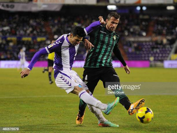Omar Ramos of Real Valladolid CF battles for the ball against Antonio Amaya of Real Betis Balompie during the La Liga match between Real Valladolid...