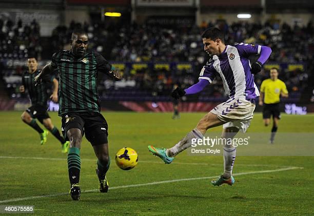 Omar Ramos of Real Valladolid CF shoots past Paulo Alfonso Santos Junior of Real Betis Balompie during the La Liga match between Real Valladolid CF...