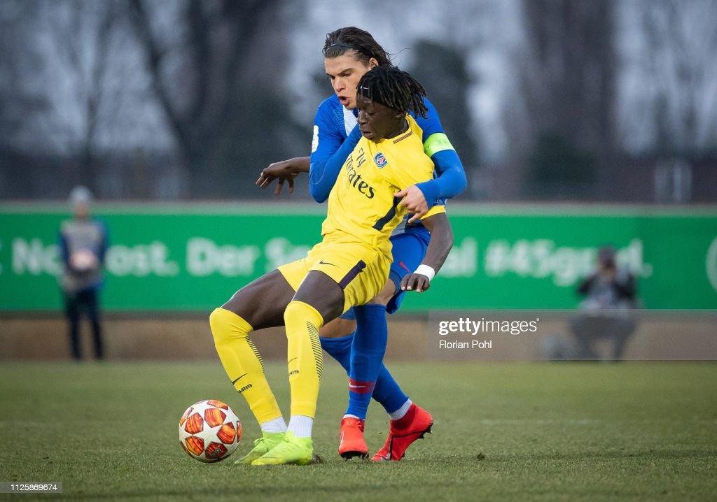 Hertha BSC U19 v Paris St. Germain U19 - UEFA Youth League : Nachrichtenfoto