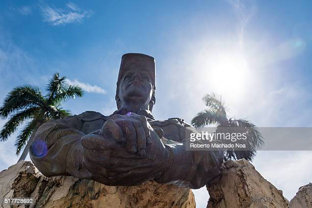 Omar Torrijos monument found at Havana city Statue depicting president of Panama holding both hands together