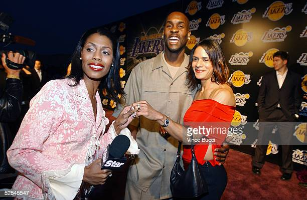 Omarosa Manigault Stallworth interviews Gary Peyton and his wife during a photo shoot on April 8 2004 in Los Angeles California