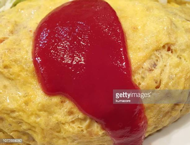 omelette with rice ,on ketchup - yōshoku imagens e fotografias de stock