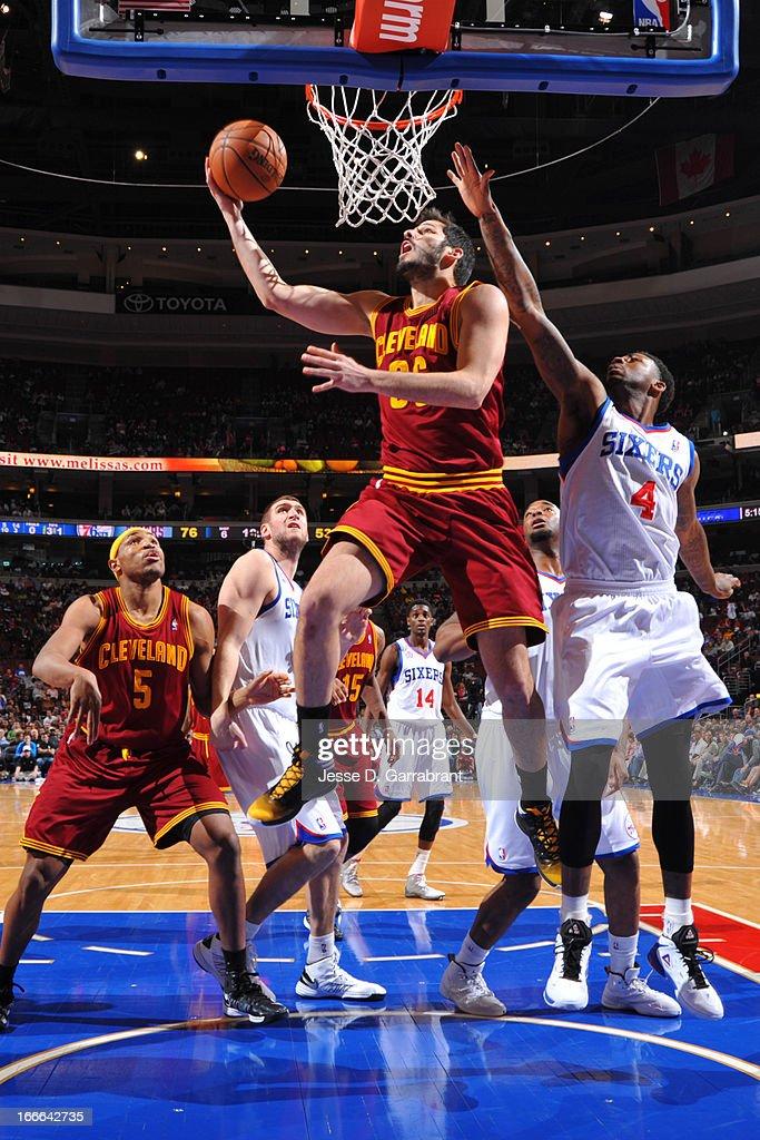 Omri Casspi #36 of the Cleveland Cavaliers shoots against Dorell Wright #4 of the Philadelphia 76ers at the Wells Fargo Center on April 14, 2013 in Philadelphia, Pennsylvania.