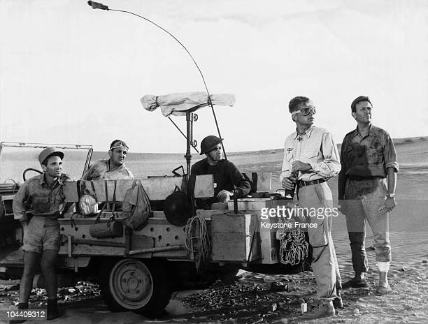 On a Sunday the filming of Denys DE LA PATELLIERE's UN TAXI POUR TOBROUK Staring from left to right Charles AZNAVOUR Lino VENTURA German COBOS Hardy...
