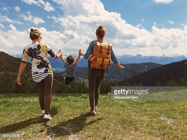 on an adventure with my moms - lesbisch lesbe lesben stock-fotos und bilder