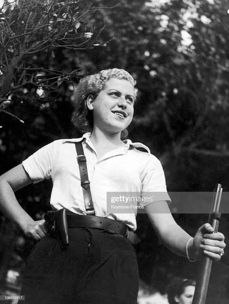 The Spanish Civil War: Woman Serving In The Militia In Barcelona, 1937 : News Photo
