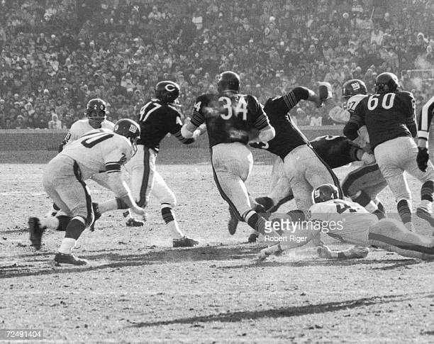 On field action between the Chicago Bears and the New York Giants at Wrigley Field Chicago Illinois early 1960s The two teams played twice in the...