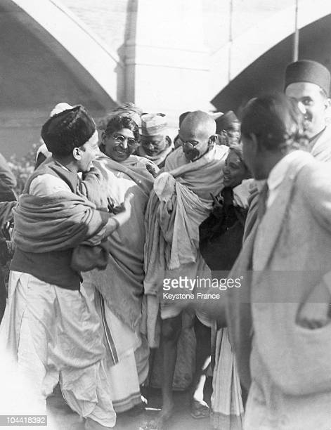 On his arrival in Delhi during a tour on behalf of the untouchables of India the Mahatma GANDHI is welcomed by the crowd on January the 8th 1935