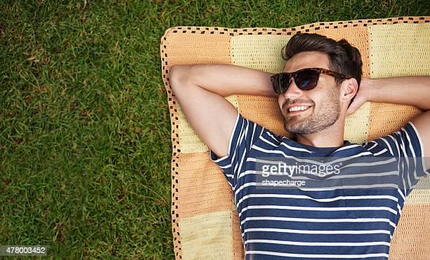 em sua maneira de relaxamento - reclinando - fotografias e filmes do acervo