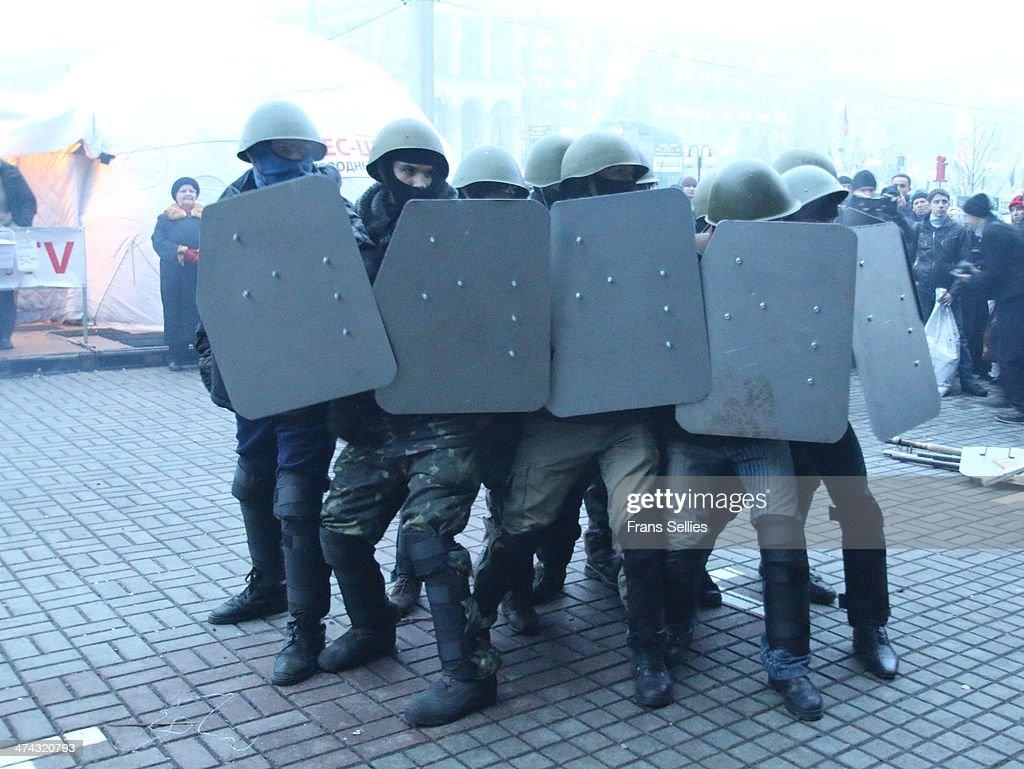 Training of the demonstrators, Kiev : News Photo