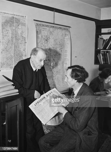 On left, English historian and diplomat Sir Bernard Pares discusses the Russian newspaper 'Krasny Alot' with Mr B H Summer, an expert on Russian...