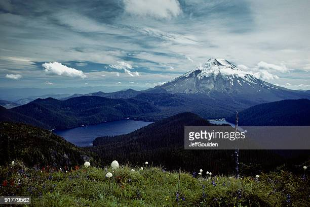 mount saint helens and spirit lake before the eruption - mount st. helens stock pictures, royalty-free photos & images