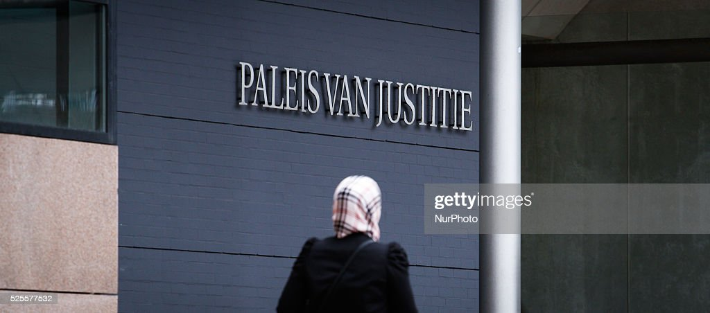 Seven suspects receive speed trial for violence against police : Fotografia de notícias