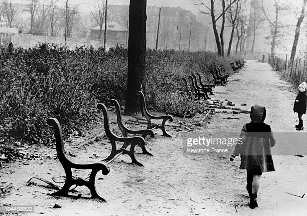 On November 10 during the fuel shortage caused by Russia's blockade of Berlin the wood was removed from public benches and used to heat houses