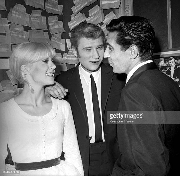 On November 26 the French singers Sylvie VARTAN and Gilbert BECAUD congratulate Johnny HALLYDAY in his dressing room at the Olympia after his concert...