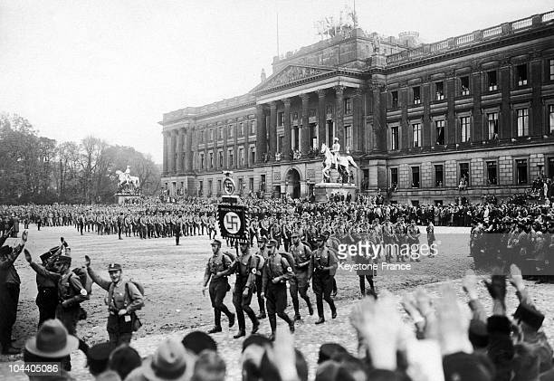 On October 18th in Braunschweig in Germany 80 000 National Socialists come from everywhere parade on Schloss square during a meeting of the...