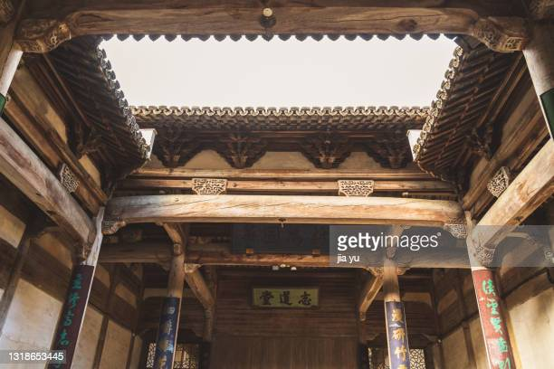 on october 20, 2020, hongcun ancient town tourism area, huangshan city, anhui province. the ancient rich in the village lived in wooden houses. this is the door of the wooden house, with the door god on it. in anhui rural areas, many of these ancient buil - anhui province stock pictures, royalty-free photos & images