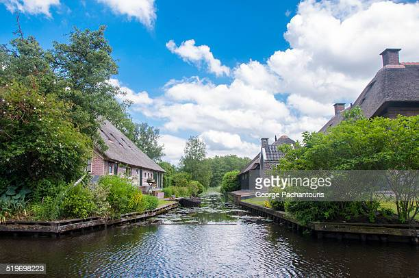 on of the main canals in giethoorn, netherlands - giethoorn stock pictures, royalty-free photos & images