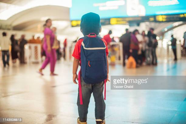 on person in a crowd - toddler at airport stock pictures, royalty-free photos & images