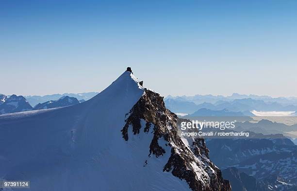 on punta gnifetti at 4554 m, margherita hut, monte rosa, italian alps, piedmont, italy, europe - monte rosa foto e immagini stock