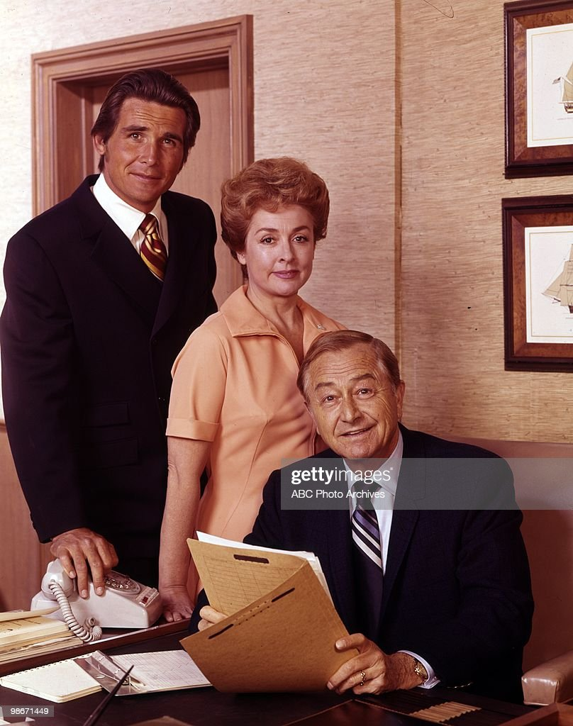 JAMES BROLIN;ELENA VERDUGO;ROBERT YOUNG : News Photo