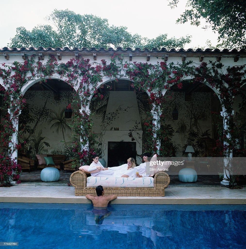 Sofa By The Pool : News Photo