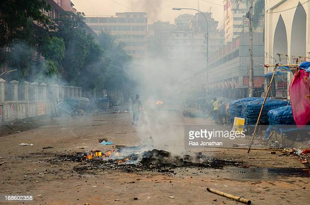 CONTENT] On Sunday crowds of protesters blocked main roads isolating Dhaka from other parts of the country Police used tear gas and rubber bullets...