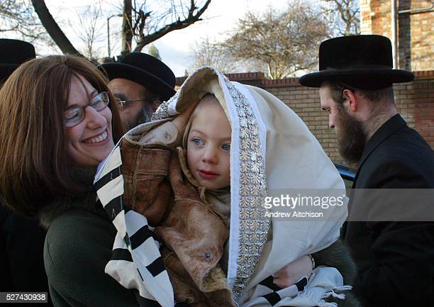On the 3rd birthday of an Orthodox Jewish boy he has his first ever hair cut in a ceremony called an Upsherin, leaving his peyos to grow. This...