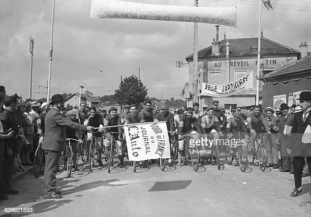 On the 50th anniversary of Tour de France a reenactment of the first race in 1903 is held The event is hosted by the race's first winner Maurice...