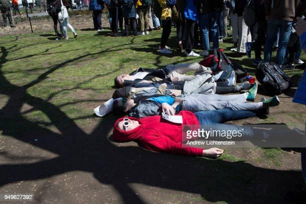 Masacre En Nueva Zelanda Video Completo Gallery: Masacre De La Escuela Columbine Fotografías E Imágenes De