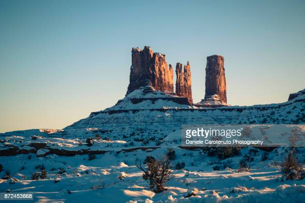 on the back of monument valley - daniele carotenuto stock pictures, royalty-free photos & images