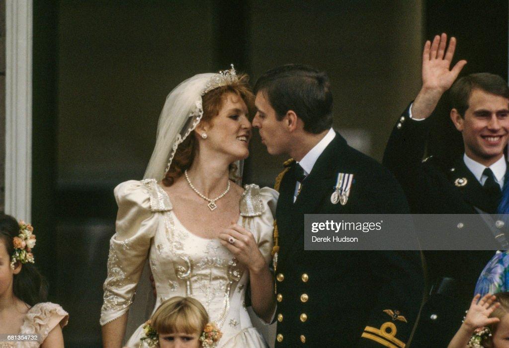 Royal Kiss On Balcony : News Photo