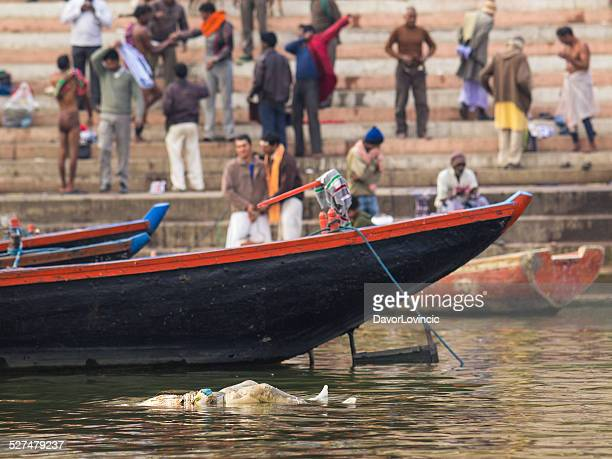 on the banks of the river ganges - ganges river dead bodies stock photos and pictures